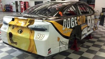Dogecar, участвовавший в гонках