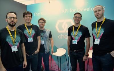 Адам Людвин (слева) с командой