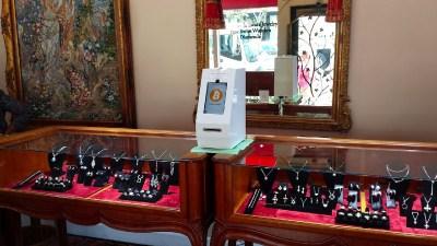 Банкомат SkyHook в ювелирном магазине в Сан-Диего, США