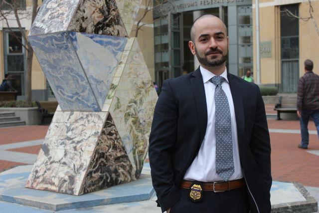 Специальный агент Тигран Гамбарян в Окленде, штат Калифорния, перед тем, как совершить перелёт в Вашингтон, округ Колумбия в октябре 2015 года.