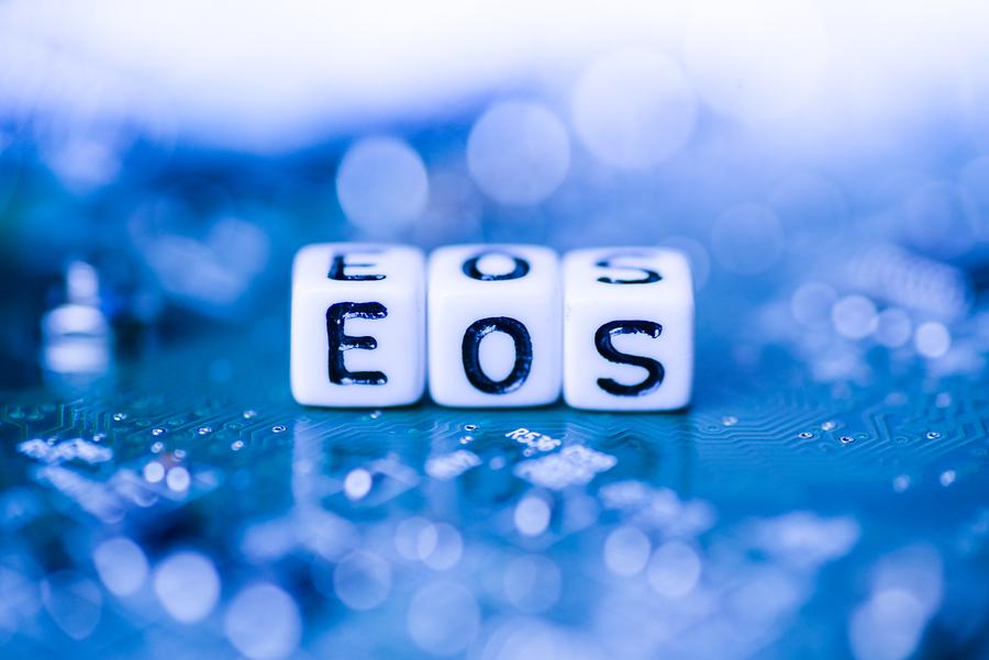EOS заморозили счета