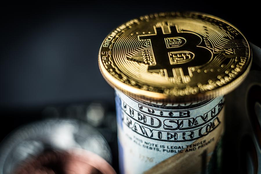 Слабеющий доллар укрепил позиции биткоина