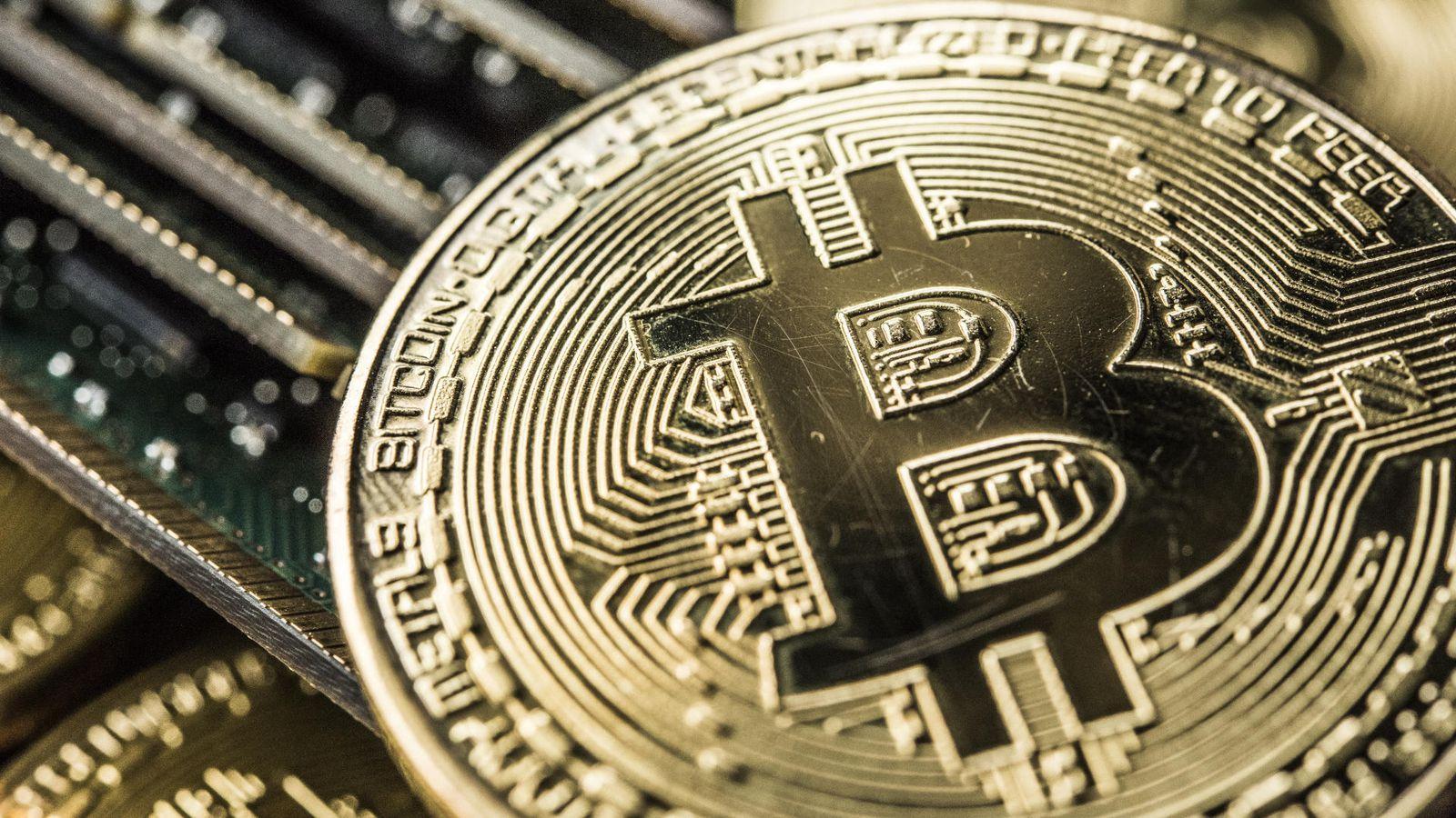 bitcoin circuitry - 70% биткоинов оставались без движения в течение последних шести месяцев