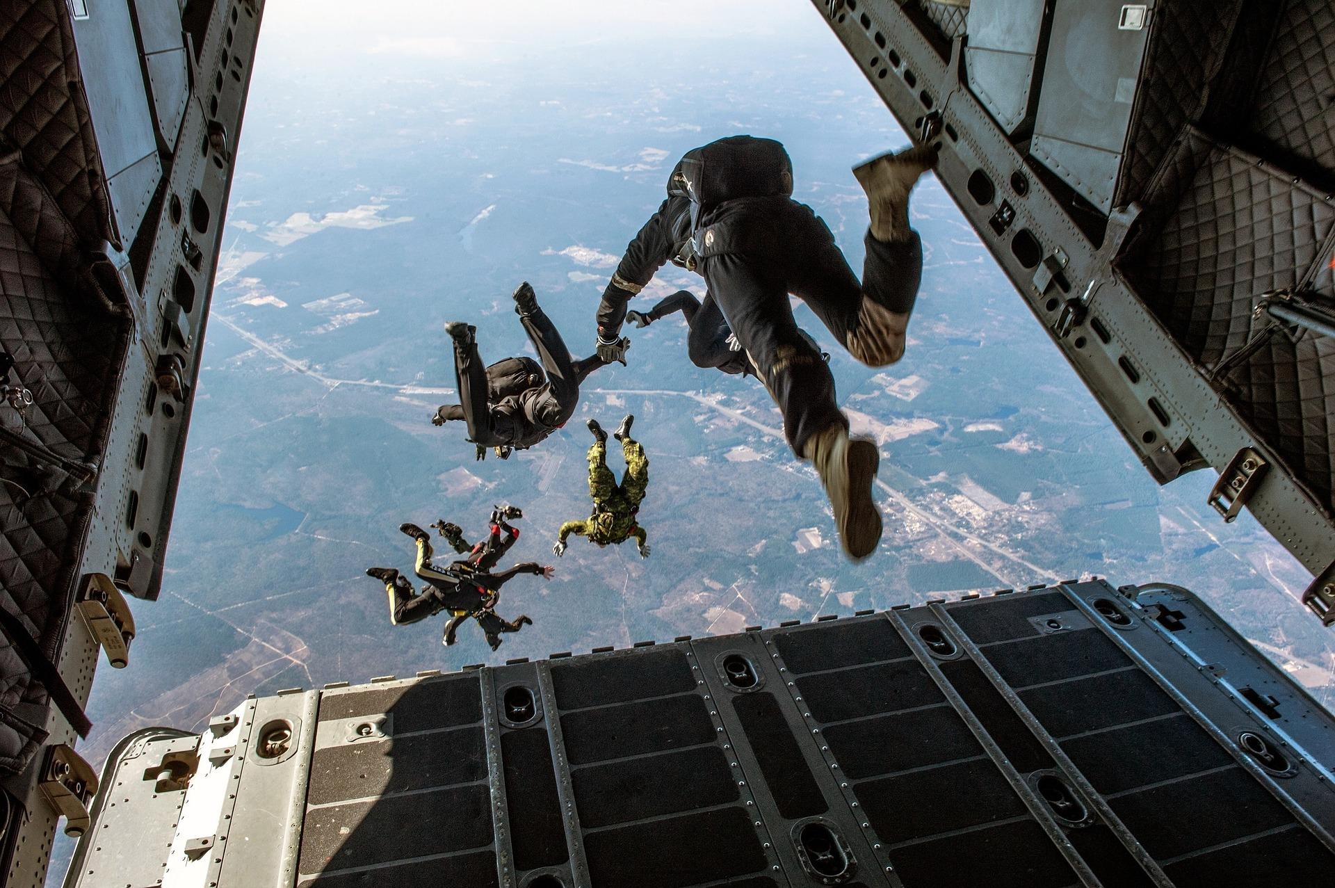 parachute 1242426 1920 - «Черный четверг»: Биткоин обвалился до минимума с начала мая 2019 года