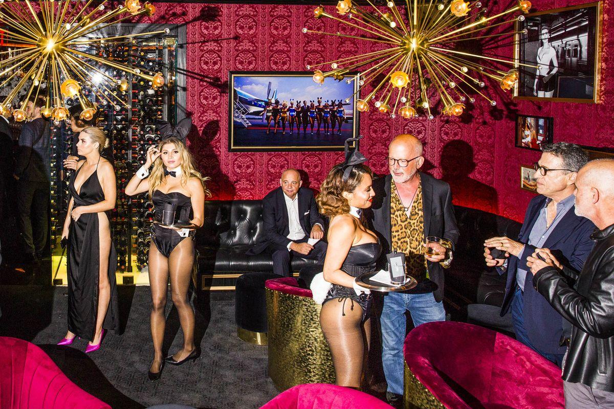 Зайки и блокчейн: репортаж из Playboy Club
