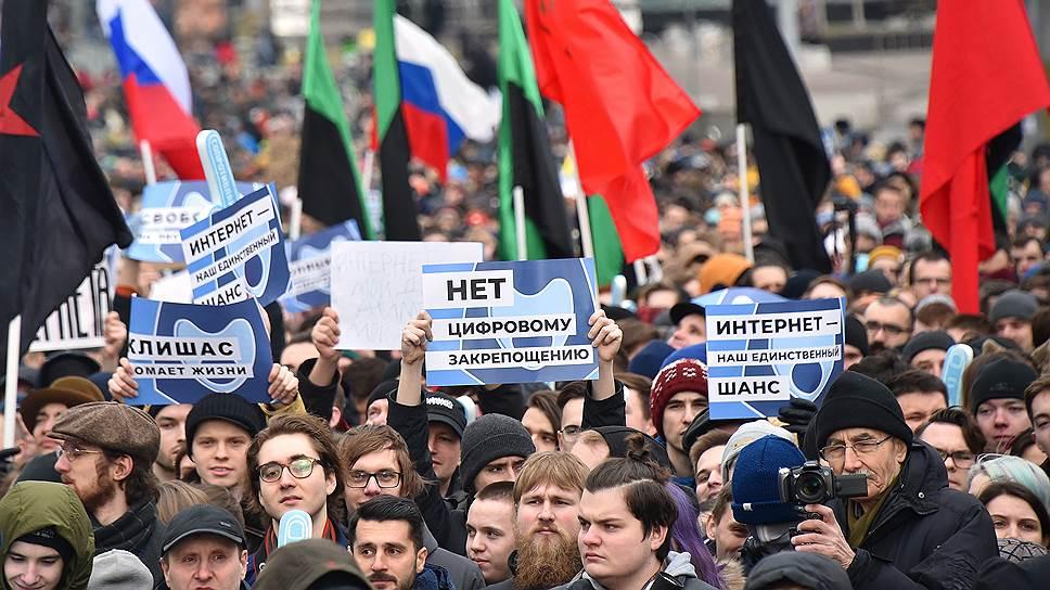 kmo 169922 00058 1 t218 210953 - Екатеринбург: на месте алтаря биткоину появился стрит-арт о суверенном Рунете